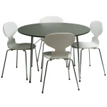 Table Model 3600 and Four 3101 Chairs by Arne Jacobsen